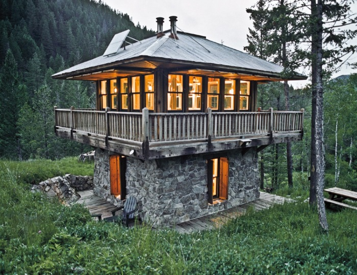 Image Credit: http://boingboing.net/2012/04/16/tiny-homes-by-lloyd-kahn-e.html